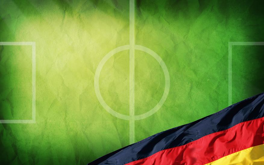 Fussballfeld mit Deutschlandfahne
